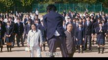 男同學為了救喜歡的女孩 帶頭反抗「黑暗學校」