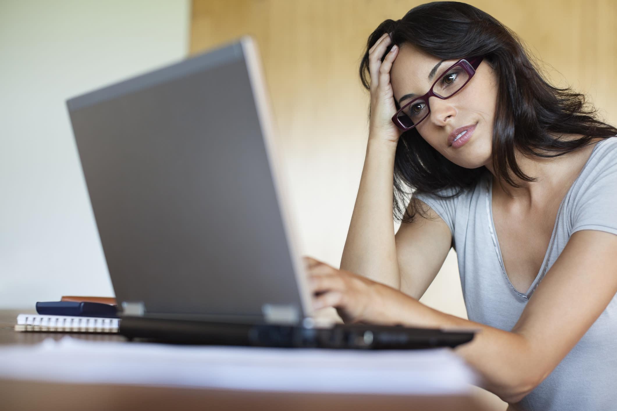 вошли девушка возле компьютера секс после