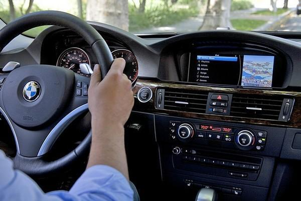 BMW supports iPod Out, fills your 2011 auto with 2001's finest user interface