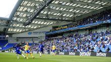 Aficionados regresan a un estadio de la Liga Premier inglesa