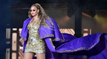 Beyoncé Stranded on Floating Stage During Concert
