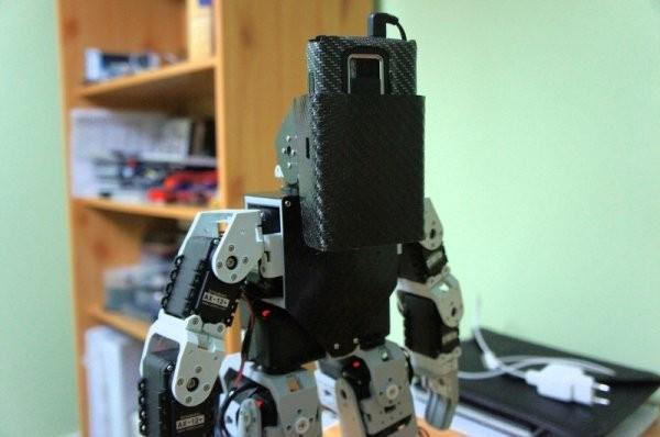 Nokia N900 rises from the grave, replaces robot's head