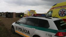 Camion di pietre contro autobus di studenti: morti in 12