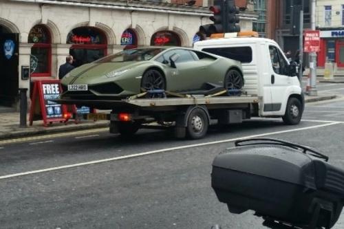 Lamborghini rebocada em Dublin pode ser de McGregor - Reprodução/Twitter