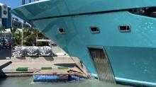 Yatch di lusso di schianta contro il molo di un porto turistico