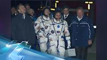 2 Russians turn cable guys in record spacewalk