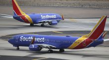 Airline Stocks Mixed After Warnings, Boeing 737 Pressure