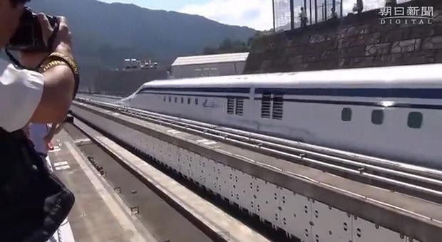 Japan's L0 maglev train aces first test, zooms past countryside at 311 mph (video)