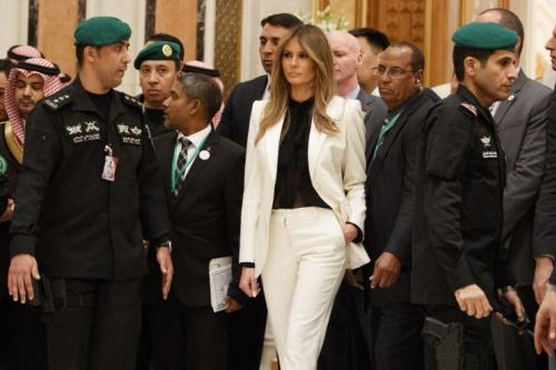 melania trump saudi arabia headscarf