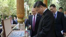 Aniversariante do dia, presidente da China ganha sorvetes de Putin