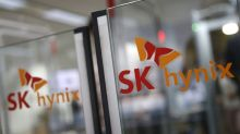 South Korea's Hynix says 800 workers to stay home after trainee had contact with virus patient