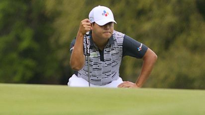 Si Woo Kim's putt dropped, but didn't count