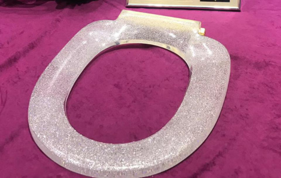 Weltrekord: Goldene Toilette mit 40.815 Diamanten