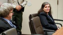Casal da Califórnia se declara culpado de torturar seus filhos