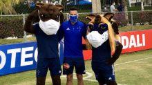 Cruzeiro tem dia animado com 'rachão', presença de Henrique e mais doadores na 'Operação FIFA'