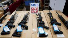 Una penosa casualidad para los maestros de Florida: invirtieron en fabricantes de armas
