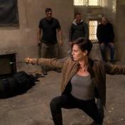 莎莉賽隆真的很愛基努李維 就算要在銀幕上打架也可以