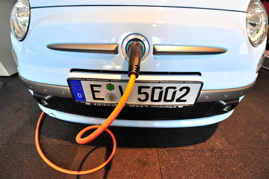 From this weekend, buyers of fully electric cars in Germany will receive a purchase premium of 4,000 euros, with the carmakers and the government footing the bill equally