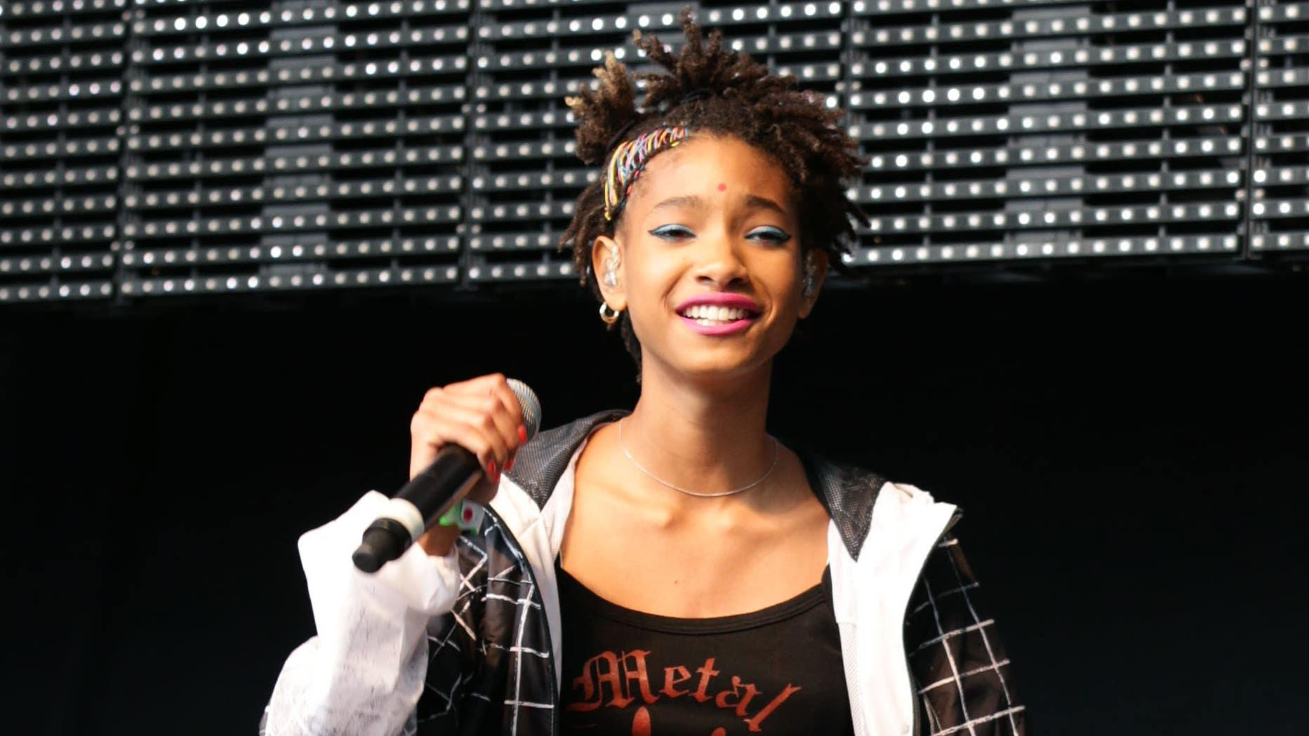 Willow Smith tells her mother and grandmother why she is polyamorous