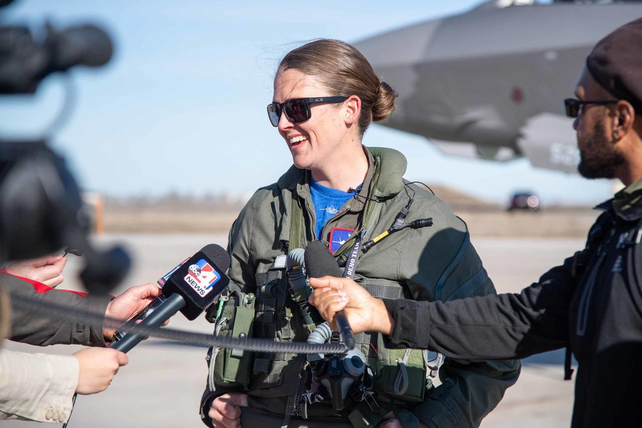 'The Jet Doesn't Care:' 1st Female F-35 Demo Pilot Says She's Focused on Excellence