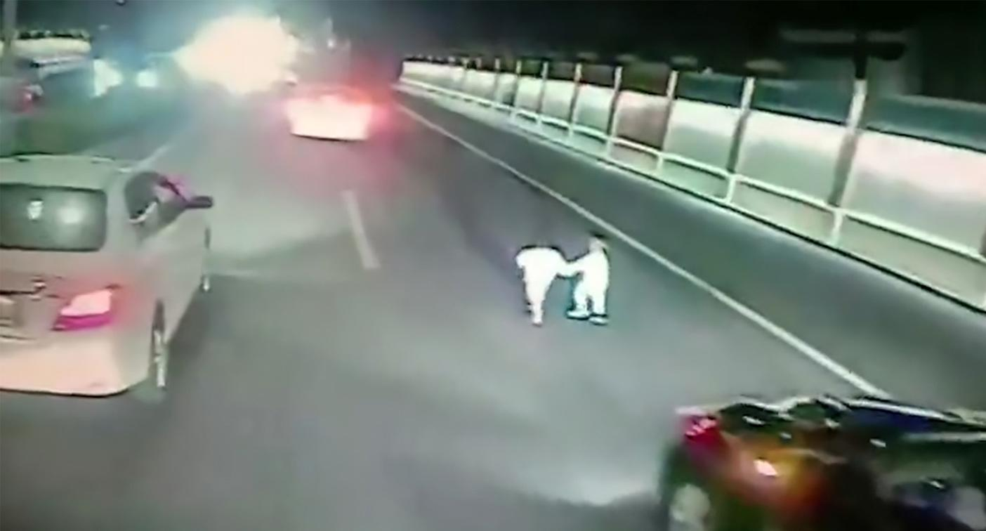 Shocking moment toddlers spotted walking along busy motorway