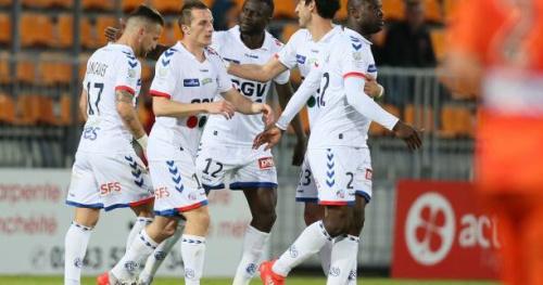 Foot - L2 - 34e j. - Strasbourg leader de Ligue 2, Nîmes sur le podium