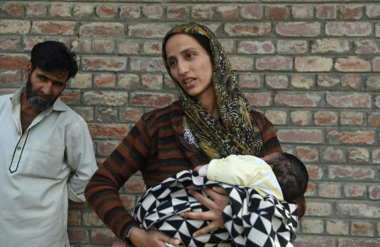 A Kashmiri woman seeks news of her husband outside a Srinagar police station (AFP Photo/PUNIT PARANJPE)
