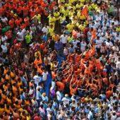 Hundreds challenge human pyramid limits at Indian Hindu festival