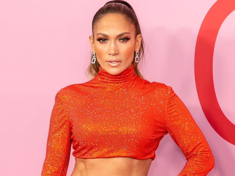 Jennifer Lopez stellt berühmtes Musikvideo am Strand nach
