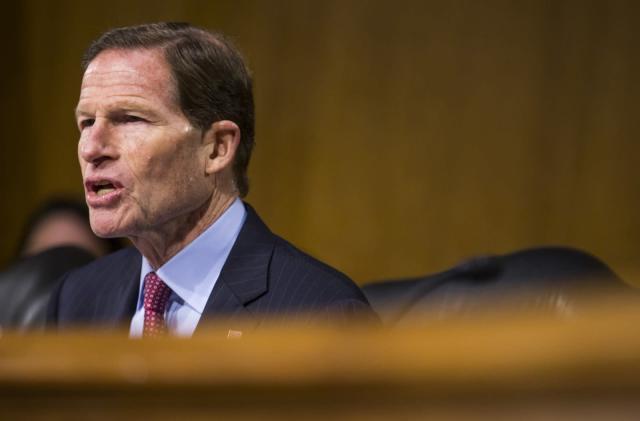 Senator pushes for stronger FTC oversight of Facebook