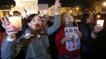 Polish civic groups urge parliament to stop work on judiciary overhaul