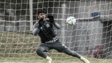 Cuca banca João Paulo como titular no Santos, e Éverson volta como quarto goleiro