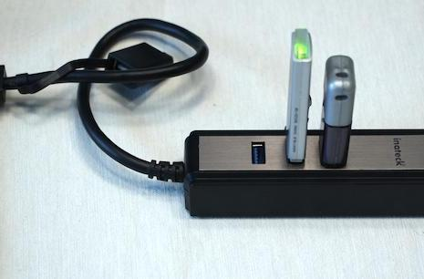 Inateck Portable USB 3.0 Hub with SD card reader is fast, light and versatile