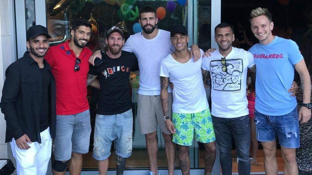 Demandas entre Neymar y Barcelona, pero el jugador presume a sus amigos culés