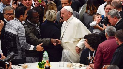 Pope denounces 'din of rich few' on World Day of the Poor