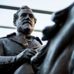 Robert E Lee statue removed from Dallas park sells for more than $1.4m