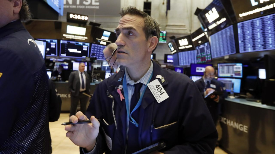 Wall St hits new highs after strong week