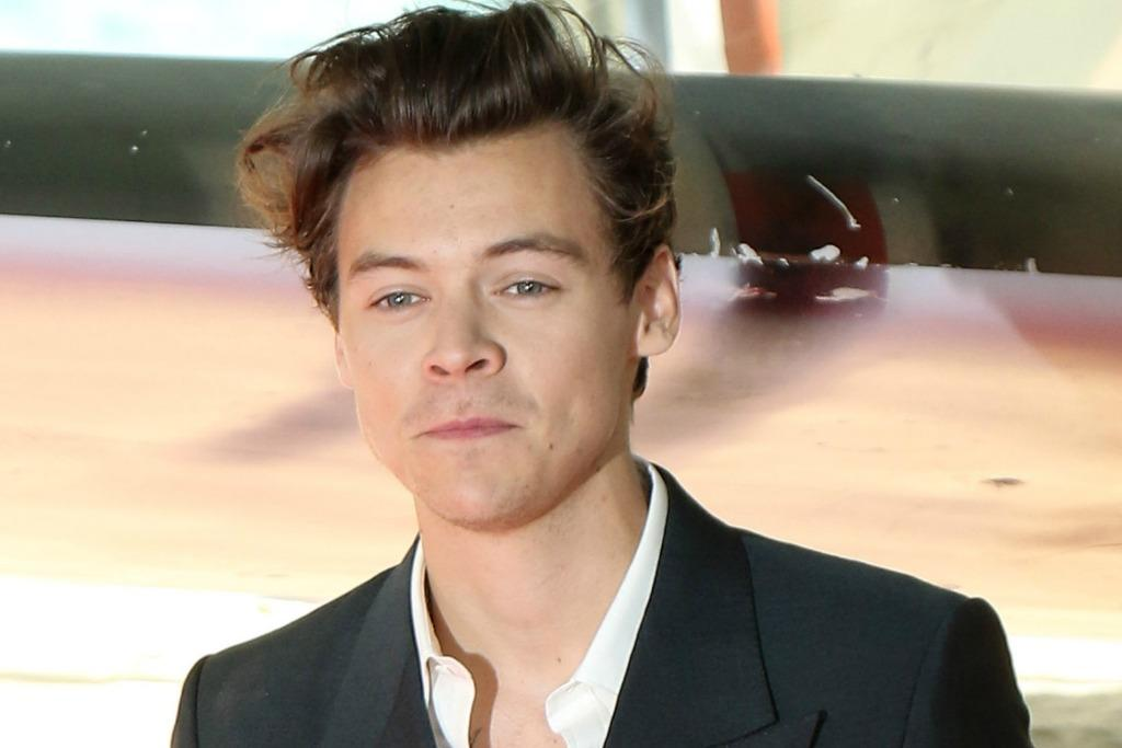 watch harry styles� heart rate go up when he sees a photo