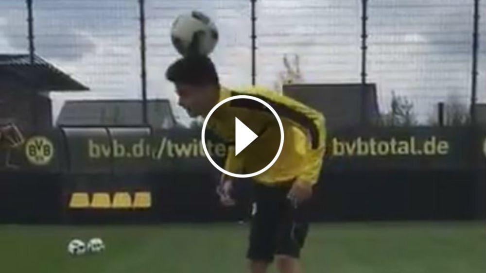 VÍDEO: Bartra vuelve a hacer malabares con el balón