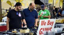 Amantes das armas em Miami defendem seus tesouros