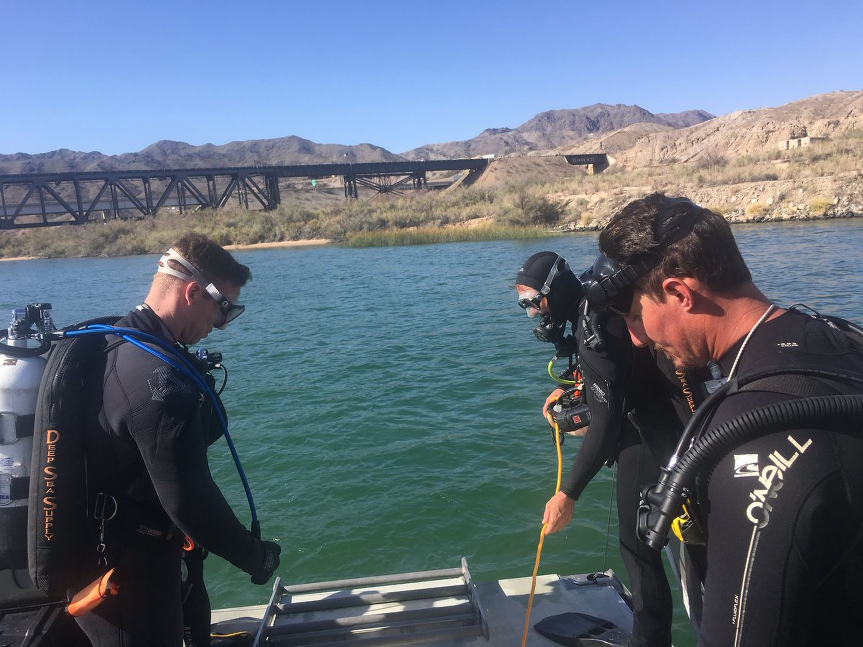 Body of 1 person found after boats crash on Colorado River