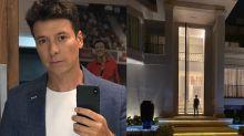 Rodrigo Faro parece uma formiga perto da porta gigante de sua mansão
