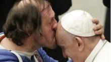 Philippe Naudin: chi è l'uomo che ha baciato in fronte Papa Francesco