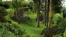Una casa orgánica de Hobbit camuflada con la naturaleza