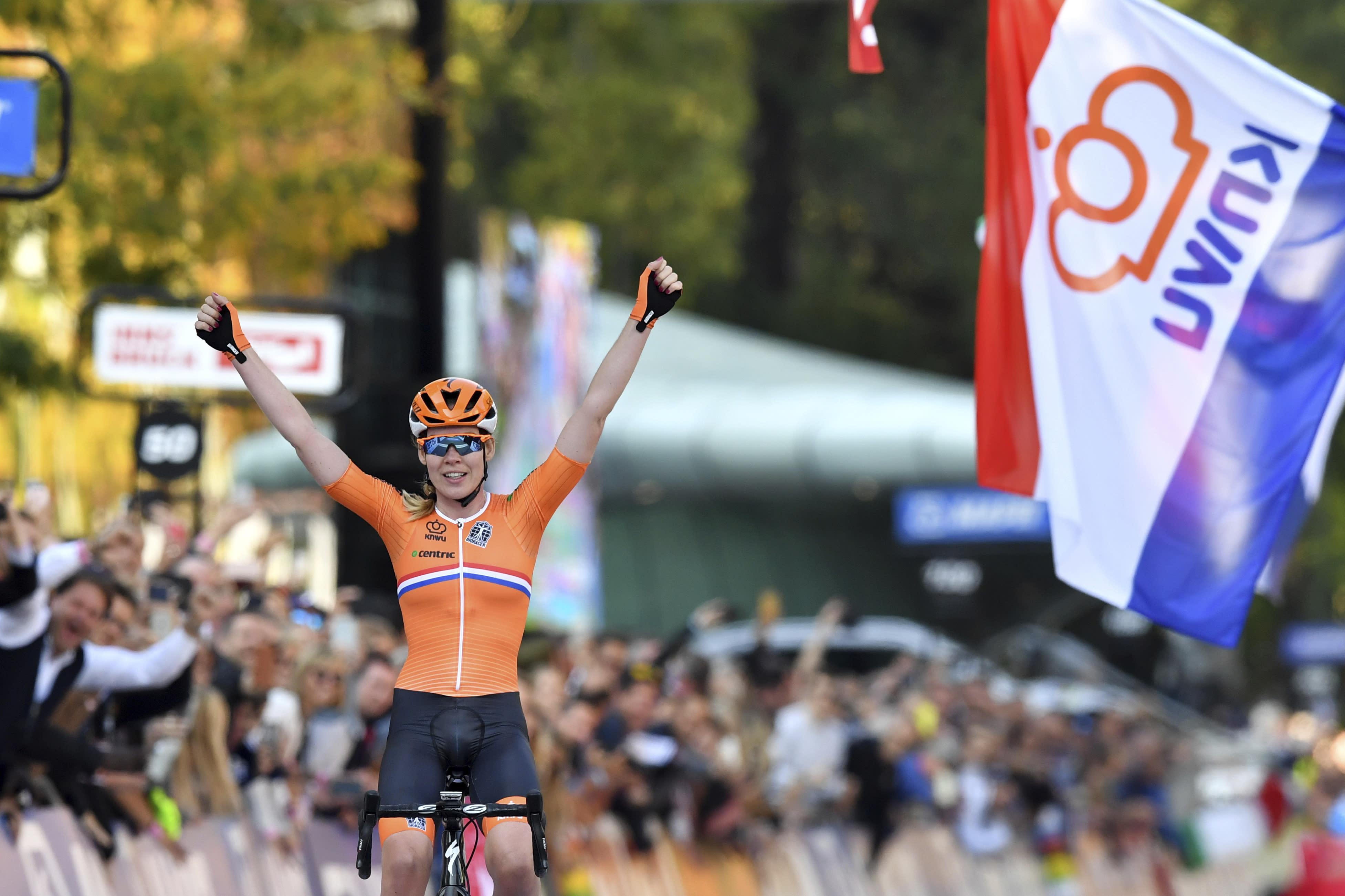 Anna van der Breggen takes world title after 40K solo ride