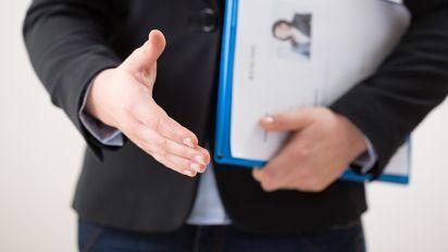 賺錢買花戴都知?拆解HR如何解讀信貸報告