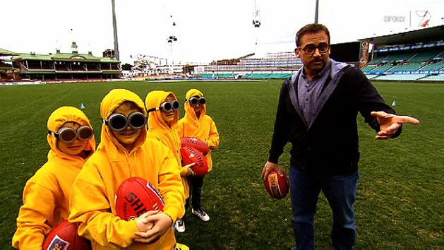 Steve Carell gets on the footy field