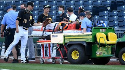 Pirates' Evans hurt in collision with teammate