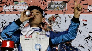 Larson doesn't want to see Cup race on dirt