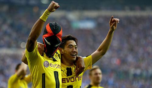 Bundesliga: Gegen Schalke: Aubameyang jubelt wieder mit Maske
